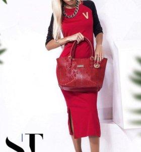 Платье красное с чёрными рукавами