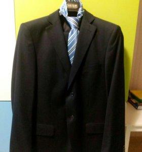 Костюм Пеплос размер 44-46 и галстук