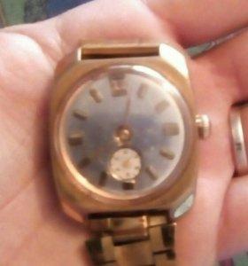 Часы наручные позолоченные
