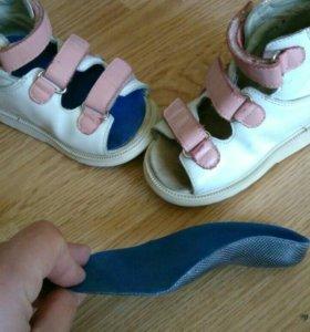 Ортопедические сандалии с жесткой стелькой✓2