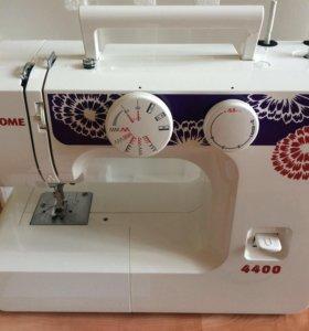 Швейная машинка с аналогом оверлок Janome
