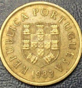 """Монета Португалии, 1 эскудо 1983 """"герб"""""""