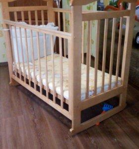 Детская кроватка. В отличном состоянии.