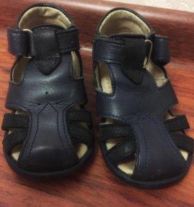 Кожаные  сандали 22 р