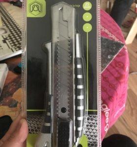 Нож с сегментным лезвием 25мм стальной