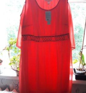 Платье новое нарядное очень красивое.