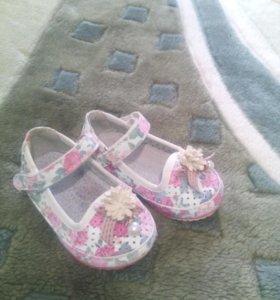 Туфельки и сандалики для маленьких модниц