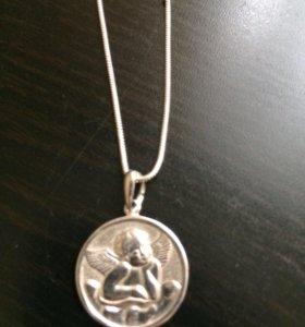 Цепочка с медальоном