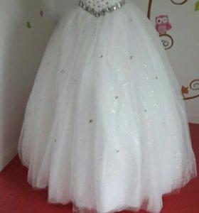 Свадебное платье в идеальном состоянии.