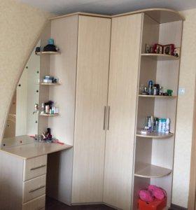 Шкаф с встроенным туалетным столиком