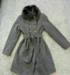 Демисезонное пальто,натуральный мех