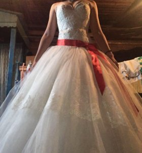 Свадебное платье, очень пышное,возможен торг