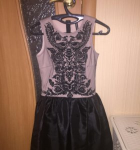 Платье б/у р-40,42
