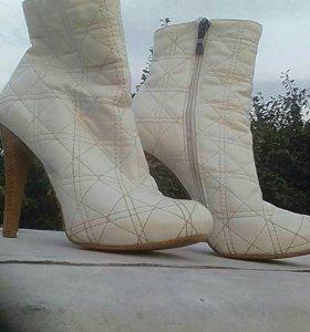 Зимние сапоги женские на каблуке