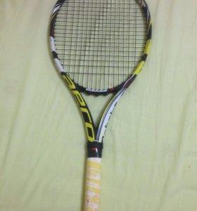 Теннисная ракетка и мячи