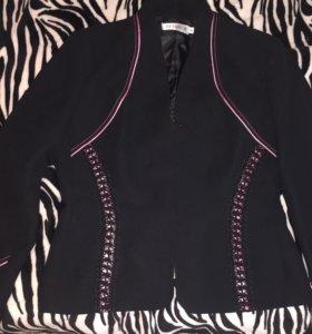 Чёрный пиджак, с розовыми вставками