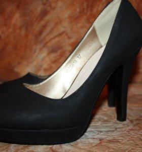 Черные матовые туфли. Новые 37 р-р.