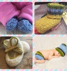 Детские вязаные пинетки, шапочки, шарфики, шортики
