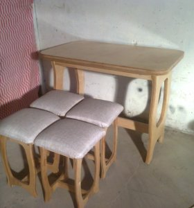 стол и табуреты