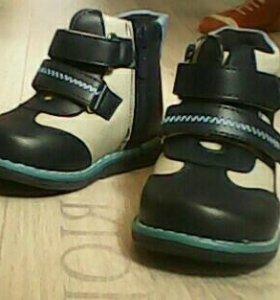 Продам новые ботиночки на мальчика