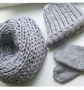 Вязанный комплект: шарф, шапка и варежки