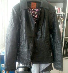 Куртка кожзам. В очень хорошем состоянии.