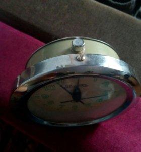 Часы, есть функция будильника