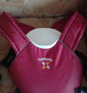 Рюкзак-кенгуру, очень удобный в использовании.