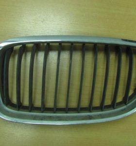 Решётка радиатора левая, БМВ, Е90