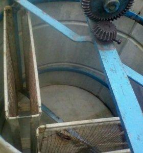 Медогонка механическая на 2 рамки