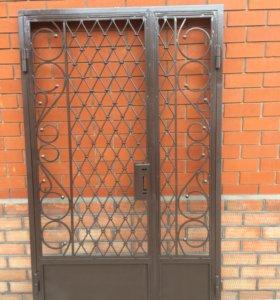 Дверь прозрачная металлическая