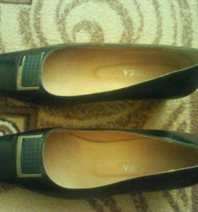 Женские туфли 39 размера