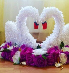 Свадебное украшение на машину Лебеди