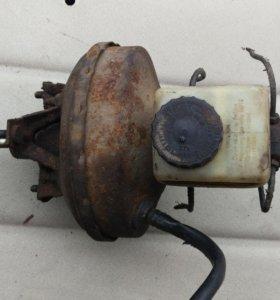Вакуумный усилитель тормозов с бочком жидкости