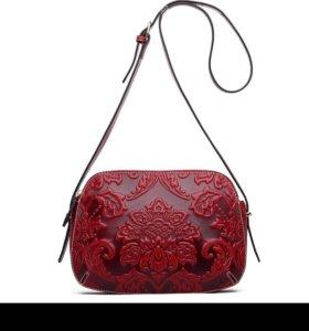 Шикарная сумочка из натуральной кожи.