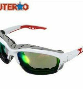 Солнцезащитные очки с защитой от ультрафиолета.