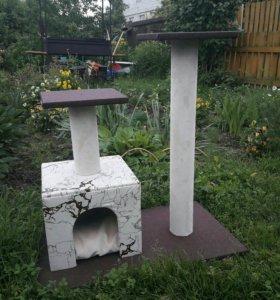 Домик для кошек и котов с двумя когтеточками.