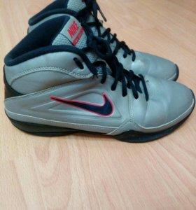 Баскетбольные кроссовки 39 р.