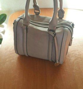 Маленькая женская сумочка фирмы Pola