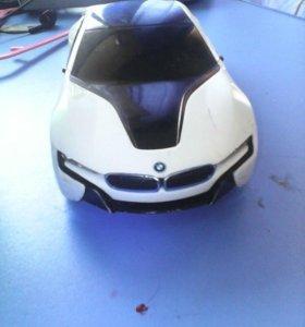 Продам BMW i8 срочно.  Будет обязательно торг