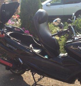 Макси скутер 150куб