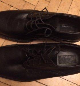 Мужские новые итальянские кожаные туфли.