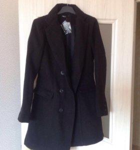 Женское новое чёрное пальто 46р