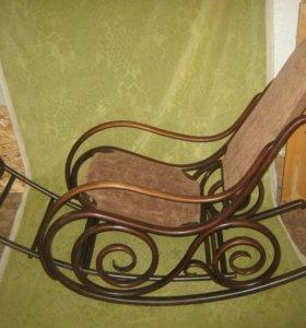 Кресло-качалка братьев Тонет