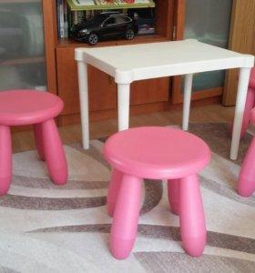 Детский столик и стулья