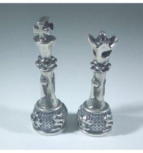 Шахматные фигуры король и ферзь из серебра