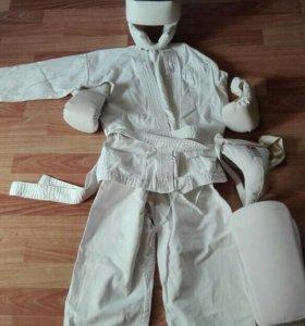 Костюм тренировочный для занятий каратэ