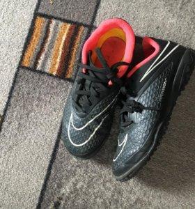 Детские футбольные кроссовки