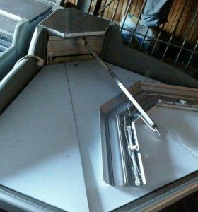 Холодильная ветрина, стол продавца с кассовым ящик