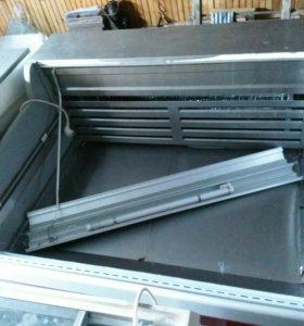 Холодильные ветрины, стол продавца с кассовым ящик